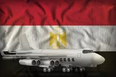 在埃及州旗子背景的轰炸机 3d?? 皇族释放例证