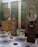 在埃尔米塔日博物馆圣徒Peterburg的希腊雕象 库存图片