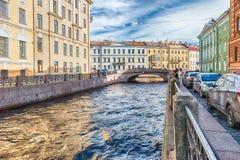 在埃尔米塔日博物馆,圣彼德堡,俄罗斯附近的冬天运河 库存照片