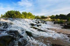 在埃布罗的水坝在Logrono 西班牙 免版税库存照片