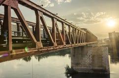 在埃布罗,托尔托萨角西班牙的老路轨桥梁 免版税库存照片