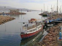 在埃拉特海岸线的许多船  库存图片