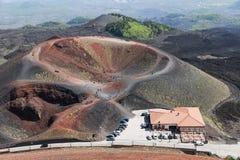 在埃特纳火山倾斜的Silvestri火山口海岛的西西里岛,意大利 库存照片