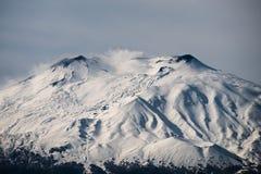 在埃特纳火山,西西里岛的雪 免版税库存照片