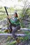 在埋伏的女孩猎人 库存图片