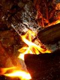 在埋没火的热的火焰 免版税库存照片
