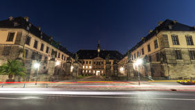 在城堡前面的红绿灯在ev的富尔达德国 免版税库存图片