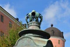 在城堡墙壁上的瑞典冠  库存照片