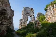 在城堡奥斯特拉亚火山卡梅尼火山的看法 库存照片