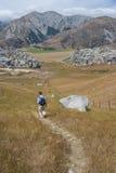 在城堡小山的走的轨道 免版税库存照片