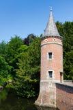 在城堡护城河的塔 库存图片
