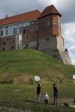 在城堡的实践的射箭。 免版税库存图片