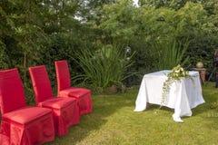 在城堡的室外婚礼 免版税库存照片