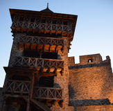 在城堡的看法塔与夜光 免版税库存图片