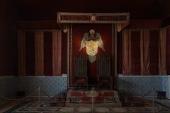 在城堡的红色王位 库存图片