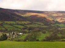 在城堡的美丽的景色从小山 库存图片