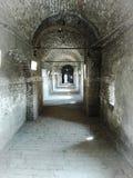 在城堡的老砖隧道 免版税图库摄影