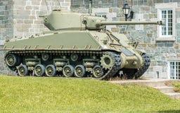 在城堡的谢尔曼坦克在魁北克市 免版税库存照片