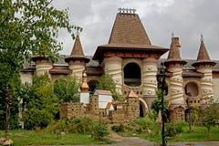 在城堡的都市咖啡馆 库存图片