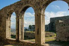 在城堡里面-古老城堡` s的看法成拱形,斯库台,阿尔巴尼亚 库存照片