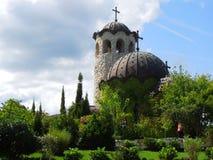 在城堡附近的教会在Ravadinovo,保加利亚 库存图片