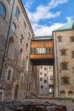 在城堡附近的狭窄的街道在图尔库,芬兰 免版税库存照片