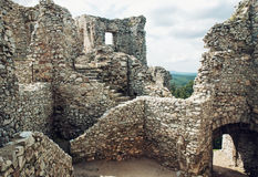 在城堡Hrusov,斯洛伐克,文化遗产废墟的台阶  免版税库存图片