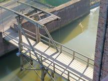 在城堡Loevestijn的吊桥在荷兰 免版税库存图片
