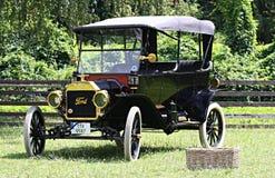 在城堡Loucen的经验丰富的车 捷克2012年7月7日 免版税图库摄影