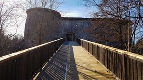 在城堡raasepori废墟的桥梁  库存图片