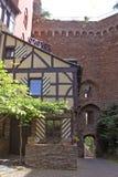 在城堡Schoenburg内的木构架房子 库存图片