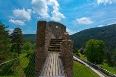 在城堡Velhartice的石桥梁 免版税库存图片