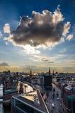 在城市上的云彩 库存图片