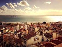 在城市上的看法-宁静美好的全景场面在里斯本,葡萄牙 库存图片