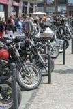 在城市停放的哈利戴维森摩托车 免版税图库摄影