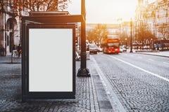 在城市公共汽车站的广告牌大模型在葡萄牙 免版税库存照片