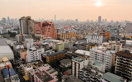 在城市和sunset_02的大厦 免版税库存图片