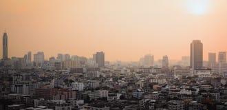 在城市和sunset_01的大厦 图库摄影