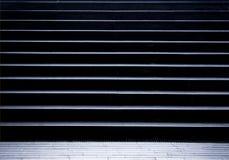 在城市地铁段落的空的步行台阶 免版税库存图片