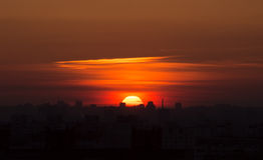 在城市城市的日落 库存照片