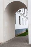 在城市墙壁的曲拱 库存图片