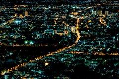 在城市夜间场面的光在泰国 免版税库存图片