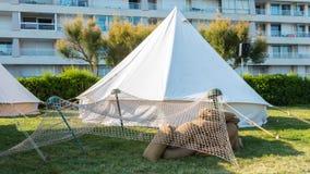 在城市安定的白帐篷战士 库存照片