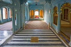 在城市宫殿里面在乌代浦 免版税库存照片