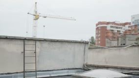 在城市屋顶上的自由流的训练 影视素材