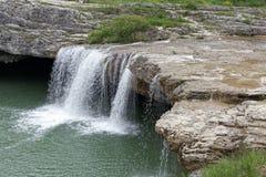 在城市帕津附近的瀑布 免版税库存图片