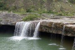 在城市帕津附近的瀑布 库存照片