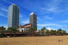 在城市海滩的现代大厦 巴塞罗那西班牙 库存图片