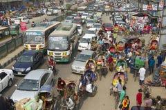 在城市的中央部分的交通堵塞在达卡,孟加拉国 图库摄影