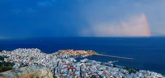 在城市的五颜六色的彩虹 库存图片